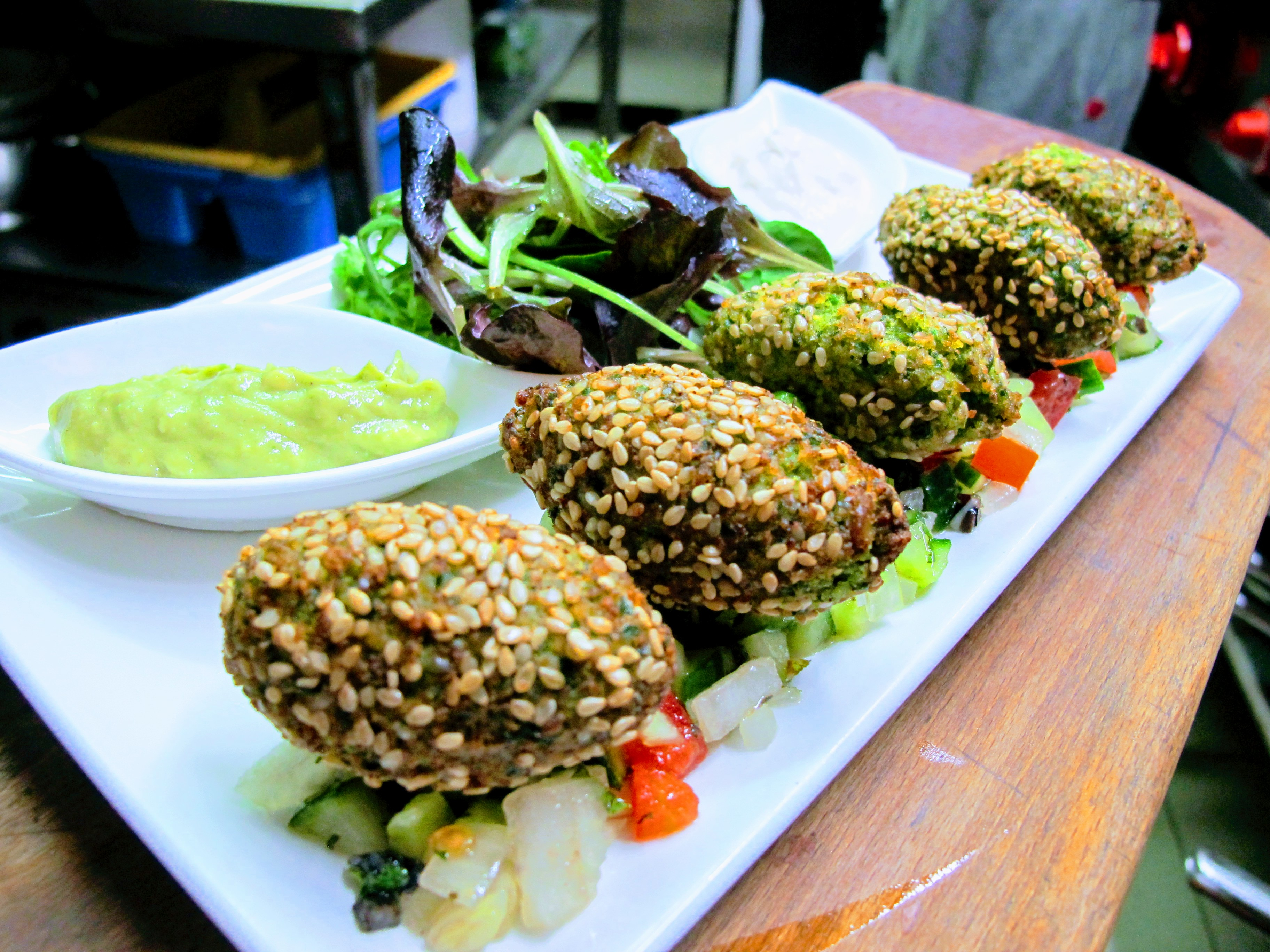 Mediterranean Falafel (v)